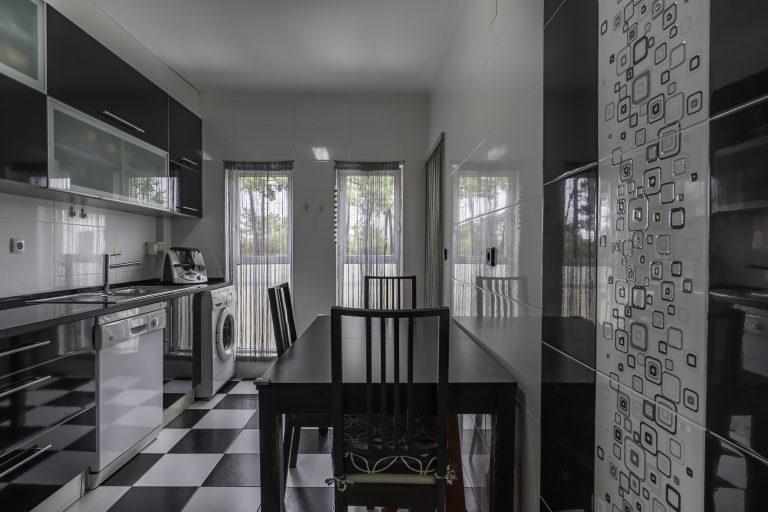 Apartamento de 4 assoalhadas em Pinhal dos Frades com remodelações