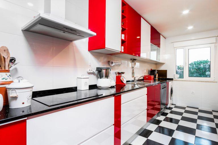 Apartamento T2 renovado em Santo António dos Cavaleiros