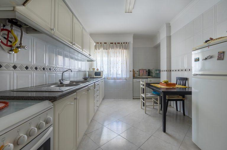 Apartamento de 2 assoalhadas no Centro de Corroios perto de TUDO