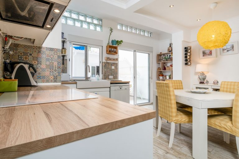 Apartamento T3 remodelado e com logradouro em Lisboa